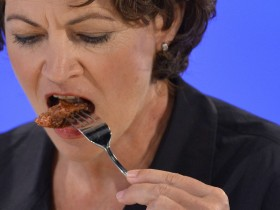 Hanni Rutzler, a food researcher from Austria, tastes the world's first lab-grown beef burger during a launch event in west London, August 5, 2013. The in-vitro burger, cultured from cattle stem cells, the first example of what its creator says could provide an answer to global food shortages and help combat climate change, was fried in a pan and tasted by two volunteers. The burger is the result of years of research by Dutch scientist Mark Post, a vascular biologist at the University of Maastricht, who is working to show how meat grown in petri dishes might one day be a true alternative to meat from livestock.The meat in the burger has been made by knitting together around 20,000 strands of protein that has been cultured from cattle stem cells in Post's lab. REUTERS/Toby Melville (BRITAIN - Tags: ENVIRONMENT SCIENCE TECHNOLOGY ANIMALS FOOD)